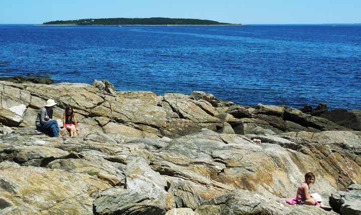 people-on-rocks-in-maine-01