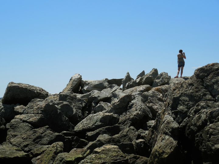 people-on-rocks-in-maine-02